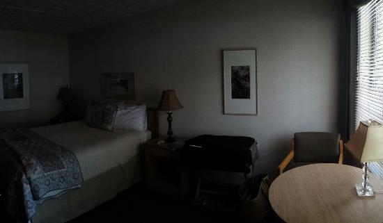 Lake Shore Resort: Room 26