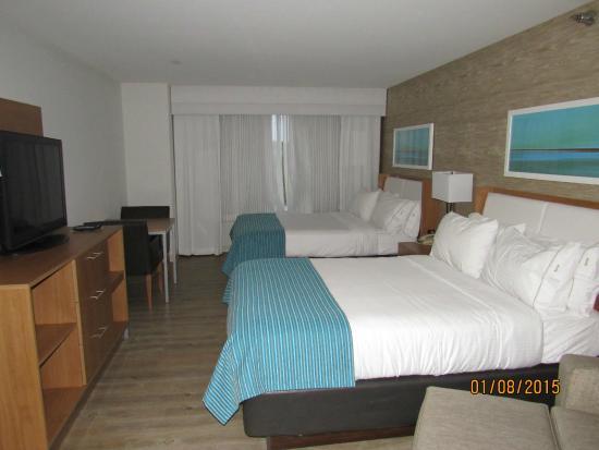 Holiday Inn Express Hotel & Suites Farmington: Beds