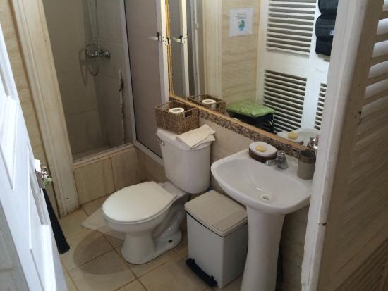 Griferia Para Baño Publico: Diaguita: baño algo pequeño y con la griferia de baño público