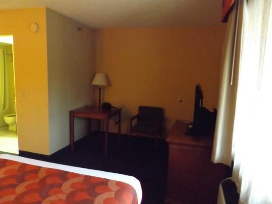 Super 8 Downtown Gatlinburg at the Convention Center: Our room at Super 8 in Gatlinburg