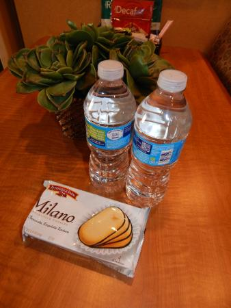 Homewood Suites by Hilton Boise: Free bottles of water and cookies as welcome treats