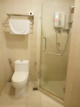 KK Suites Hotel: Bathroom