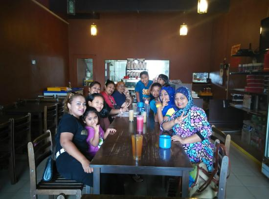 Island One Cafe & Bakery: At Island Cafe with family