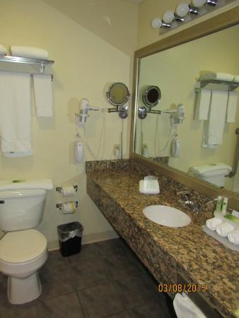 Holiday Inn Express Osage Beach - Lake of the Ozarks: bathroom
