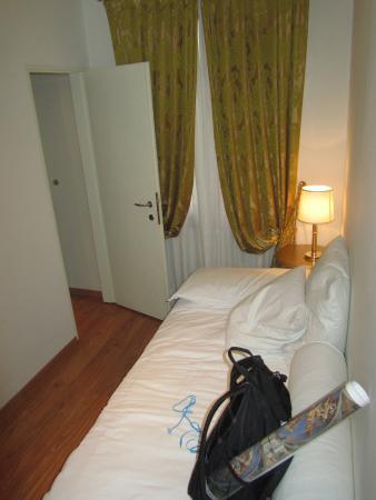 Al Bailo di Venezia: Small single room down 3 steps