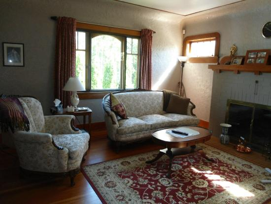 Dorothy's Guest House: Living room in Main