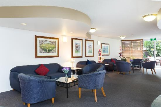 Wellington Apartment Hotel: Relax in our Bar & Lounge