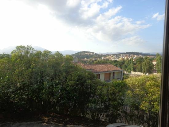 Sandalia Hotel: Vista da una finestra della saletta della colazione