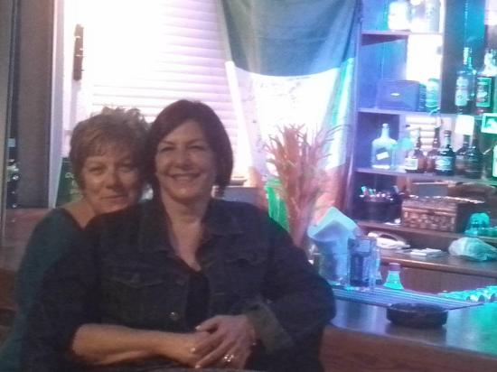 Bellino Apartments: With mama Soula at the bar of Bellino.