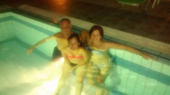 Bellino Apartments: Enjoing the pool during a warm evening!