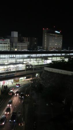 窓からの眺め2・夜の駅