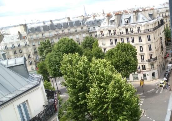 Grand Hotel de l'Europe : ... sullo sfondo la Torre Eiffel