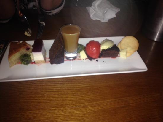 Boscastle, UK: Dessert sharing plate in the bar