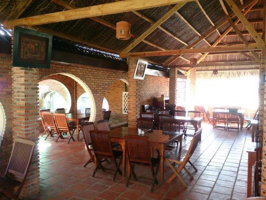 Yen Gia Quan: inside of Restaurant