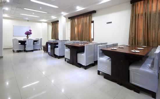 Hotel Delhi Darbar: Dinning Area