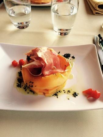 Gorses, Frankrike: Entrée melon jambon de pays excellent!