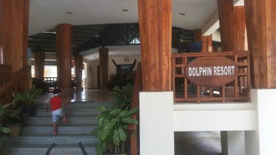 Dolphin Resort: Hotel front