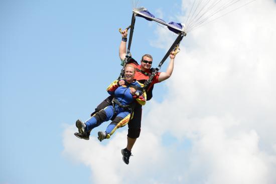 Parachutisme Adrenaline: dans les nuages