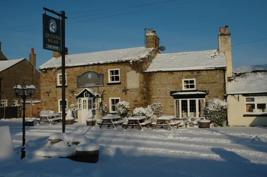 The Queens Head: Snowy Afternoon