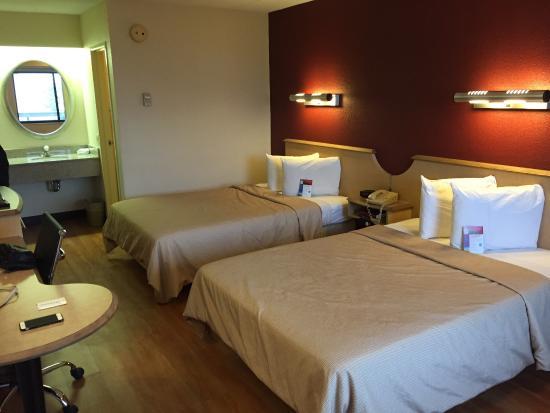 Red Roof Inn Chicago - Northbrook / Deerfield: Room  #233