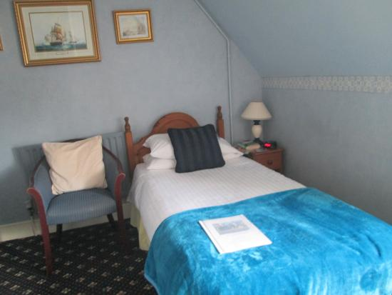 Strathmore Guest House: a nice comfy bed