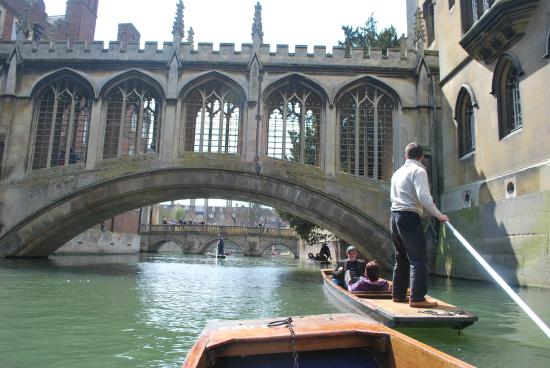 Fullers Hill Cottages: Why not go punting on the River Cam?