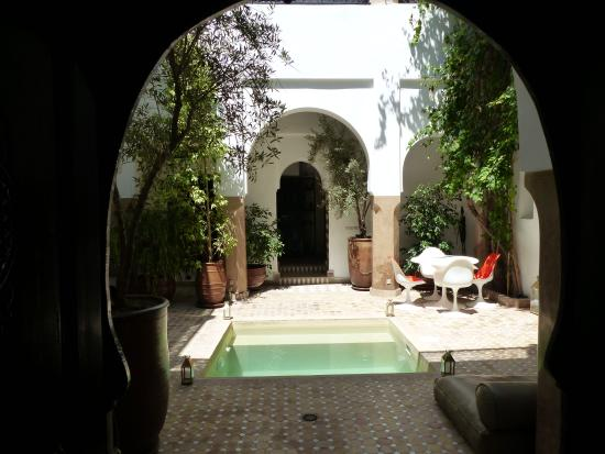 Riad Magellan Yoga: Courtyard with plunge-pool