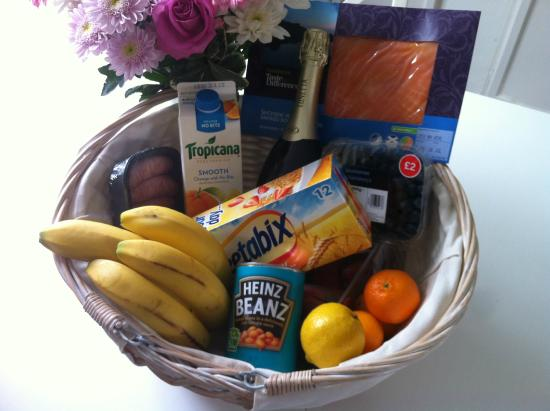 Fullers Hill Cottages: Our Deluxe Breakfast Hamper