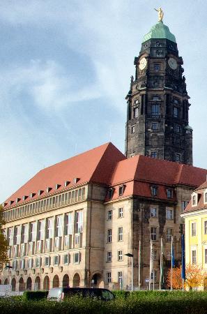 Town Hall Tower (Rathausturm): Ратуша