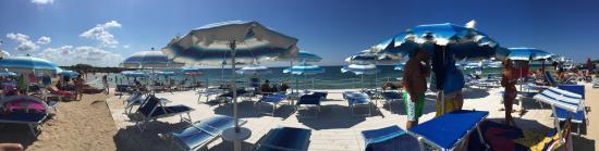 Lido Marini, Italy: Mare stupendo, spiaggia pulita, aria attrezzata per bambini, campetto di beach volley, bar accog