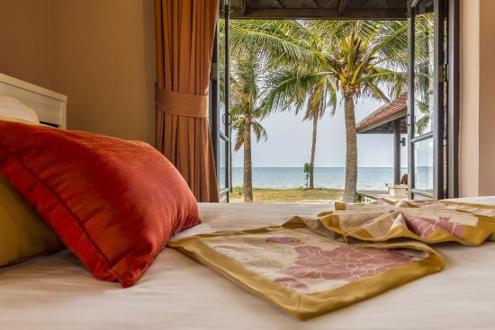 Sirarun Resort: Full sea view from beach front villa