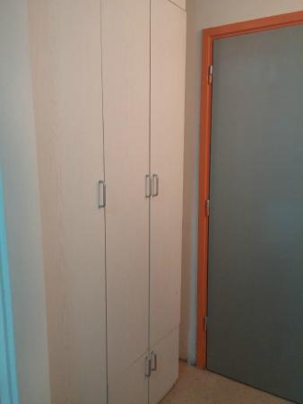 Budget Rooms Vodmat: ARMARIO.