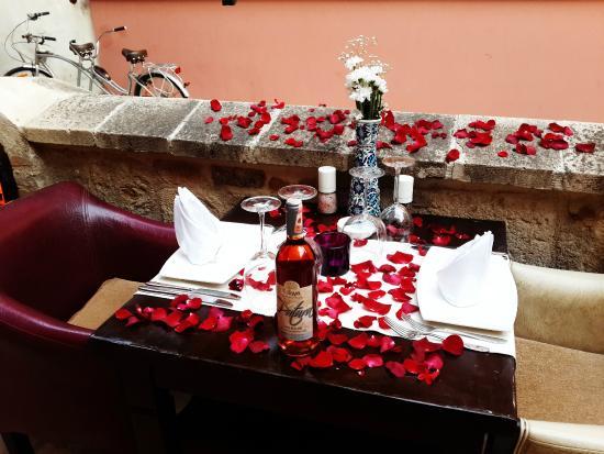 Otantik Butik Otel: Romantizm Otantik Wine House'da yaşanır.