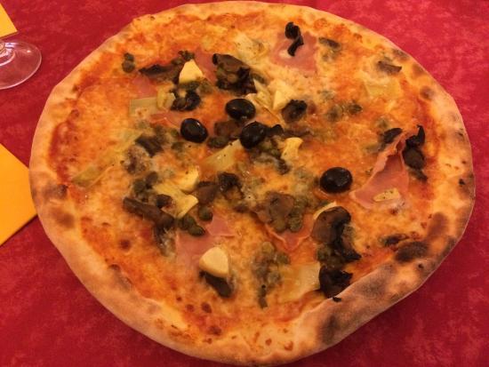 Vecchio Camin Pizzeria Ristorante Bar: capricciosa ... le olive nere sono un filino piccanti ... buona !!!