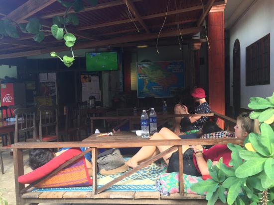 Easy Go Backpacker Hostel: chilling area