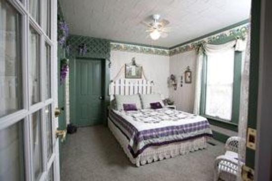 Oak Haven Bed & Breakfast : the Garden Room.  Wonderful!!