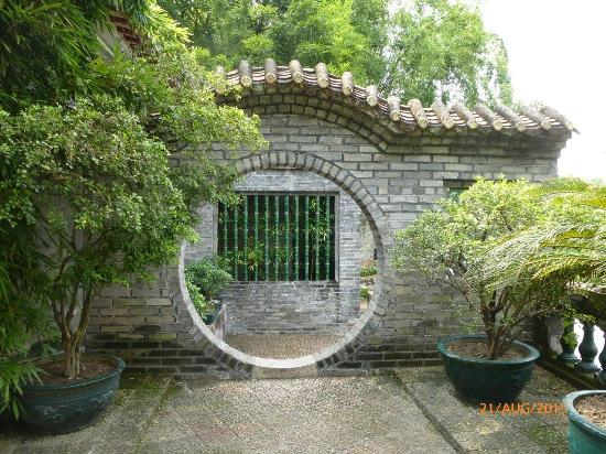 Dongguang County, จีน: Nice portal and bamboo screen