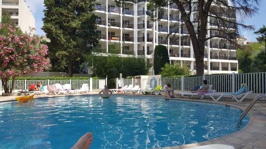 Resideal Premium Cannes: piscine