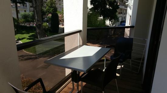 le salon de jardin, terrasse au rez-de-chaussée de la résidence ...
