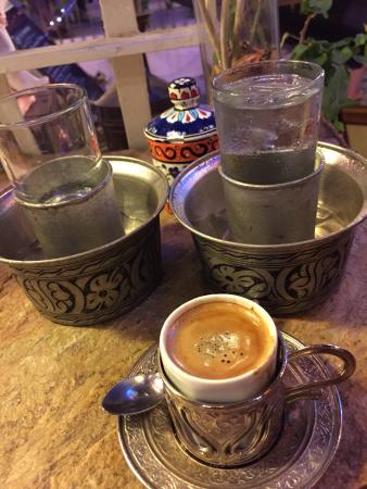 Cafe Del-Mar: .....a simple espresso presented in a stylish and chic way...