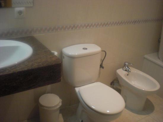 Alta Garrotxa Hostal: Baño