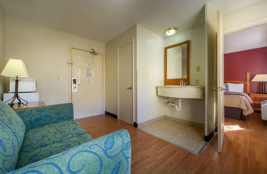 Photo Of Red Roof Inn Suites Atlanta Midtown In Ga