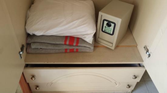 Relax Inn Hotel: coffre fort que l'on peut prendre a la main (non fixe)