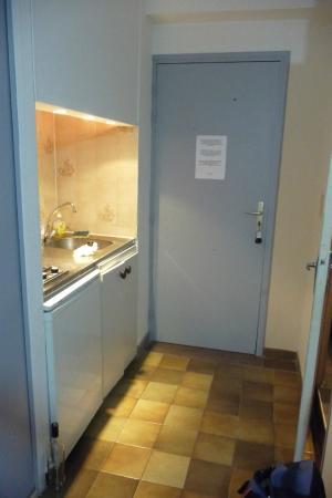 Residence Bel Ombra: Angolo cottura,lavandino, frigo subito all'ingresso