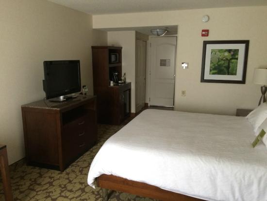 Hilton Garden Inn Portland Airport: Room 233 - bed, tv, and microwave