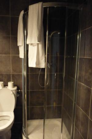 Residence Bel Ombra: Doccia nuova, bella
