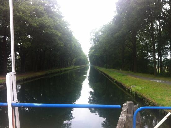 Retie, เบลเยียม: canal at hotel upstream