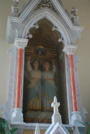 Cachoeira Paulista: O Santuário Diocesano de Nossa Senhora de Santa Cabeça é muito linda.