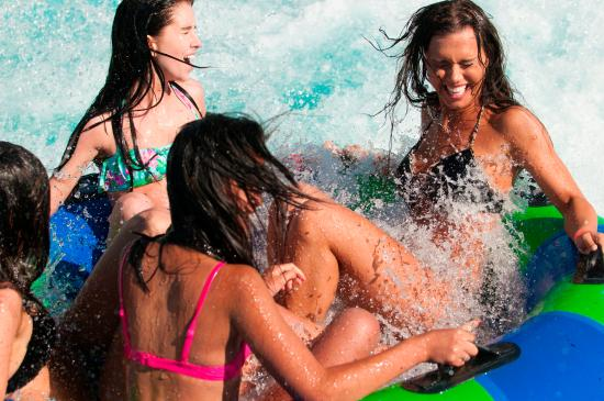 Roaring Springs Waterpark: Big Splash!