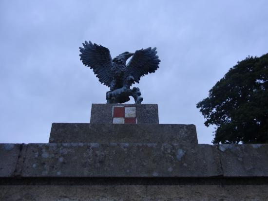 Leeds and Liverpool Canal: Memorial